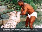 mike-tyson-sedang-bermain-dengan-harimau-peliharaannya12131313.jpg
