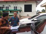 mobil-dinas-pimpinan-dprd-belitung-timur-kamis-83-dikembalikan-kepada-pemkab-beltim_20180308_184457.jpg