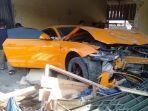 mobil-mewah-ford-mustang-warna-oranye.jpg