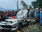 mobil-tertimpa-pohon-4-orang-tewas.jpg