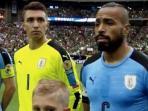 muslera-binggung-lagu-kebangsaan-uruguay_20160606_095206.jpg