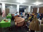 narasumber-mega-saat-menyampaikan-materi-dihadapan-peserta-seminar-tolak-lgbt.jpg