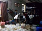 pabrik-arak-skala-besar-di-kampung-jeruk-digerebek-polisi_20170505_214939.jpg