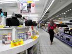 panjangan-televisi-di-hypermart-bangka-trade-center_20150825_211940.jpg