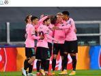 para-pemain-barcelona-merayakan-gol-ousmane-dembele-dalam-laga-grup-g-liga-champions.jpg