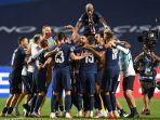 para-pemain-paris-saint-germain-merayakan-kelolosan-mereka-ke-final-liga-champions-2019-2020.jpg