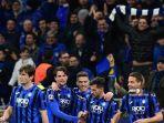 para_pemain_atalanta_merayakan_gol_ke_gawang_valencia.jpg