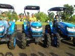 parhan-ali-dan-wakilnya-markus-menaiki-tractor_20161222_204308.jpg