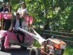 pasangan-pengantin-menaiki-hand-traktor-okee.jpg
