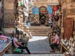 pasar-khan-el-khalili-menjual-beragam-barang-cendera-mata-khas-mesir.jpg