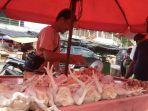 pedagang-daging-ayam-potong-di-pasar-ratu-tunggal-kota-pangkalpinang-iwan_20180424_190337.jpg