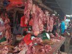 pedagang-daging-sapi-di-pasar-ratu-tunggal.jpg