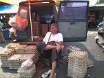 pedagang-telor-di-pasar-pagi-pangkalpinang-muhammad-abdul-ais_20180723_104805.jpg