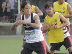 pemain-bali-united-irfan-bachdim-mengikuti-latihan-bersama-tim.jpg