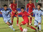 pemain-sayap-timnas-u-16-indonesia-ruy-arianto-diapit-dua-pilar-kepulauan-mariana-utara.jpg