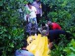 pemeriksan-jenazah-yang-ditemukan-di-belinyu-rabu-2322021.jpg