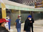 penampakan-gubernur-sulsel-di-bandara-setelah-ditangkap-kpk-bertopi-biru-hingga-tangan-ke-belakang.jpg
