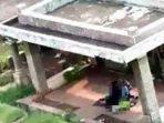 penampakan-pasangan-sejoli-yang-mesum-di-atas-pemakaman-china.jpg