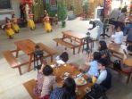 penampilan-penari-dari-ubud-bali-saat-grand-opening-restoran-bebek-tepi-sawah_20171227_105415.jpg