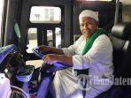 pendiri-dan-pemilik-po-haryanto-haji-haryanto-di-dalam-bus-miliknya.jpg
