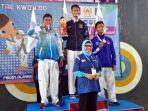 pengalungan-medali-kepada-peraih-juara-cabor-taekwondo.jpg