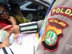 pengendara-kena-tilang-polisi_20161118_103354.jpg