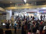pengunjung-mall-berlarian-saat-gempa.jpg