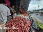penjual-bahan-dapur-di-pasar-ratu-tunggal-kota.jpg