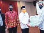 penyerahan-sertifikat-halal-secara-langsung-oleh-walikota-pangkalpinang.jpg<pf>pelantikan-pengurus-mui-kecamatan-se-kota-pangkalpinang.jpg<pf>musyawarah-daerah-musda-v-majelis-ulama-indonesia-mui-kota-pangkalpinang.jpg