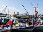 perahu-nelayan-di-tpi-ketapang-pangkalpinang-jumat-1332020.jpg