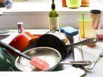 peralatan-dapur-jadi-sarang-bakteri-usai-masak-makanan-lebaran-sterilkan-dengan-cara-ini.jpg