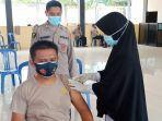 personel-polres-baselmenerima-vaksin-coronvac-rabu-332021.jpg