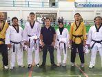 peserta-taekwondoin-dengan-ketua-pengurus.jpg