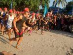 peserta-triathlon-mulai-lomba_20170422_083351.jpg