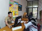 petugas-help-desk-cpns-2018_20181008_144445.jpg