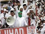 pimpinan-front-pembela-islam-fpi-habib-rizieq-dengan-menggunakan_20161121_232010.jpg