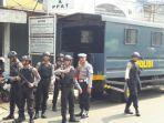 polisi-berjaga-di-sekitar-lokasi-penangkapan.jpg