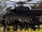 prajurit-tni-bersiap-menaiki-helikopter-menuju-nduga-di-wamena-okee.jpg