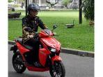 presiden-joko-widodo-dan-motor-gesits_20181107_230328.jpg