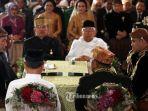 presiden-joko-widodo-kedua-kiri-menikahkan-putrinya-kahiyang-ayu_20171108_175434.jpg