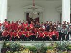 presiden-jokowi-foto-bersama-timnas-u-22-di-beranda-istana-merdeka.jpg