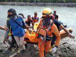 proses-evakuasi-korban-diterkam-buaya-di-sungai-manggar-senin-1082020.jpg
