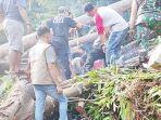 proses-evakuasi-korban-pohon-tumbang.jpg