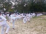 ratusan-taekwondoin-gotsuku-di-pantai-tanjungpendam_20161127_150738.jpg