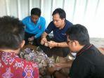 relawan-awi-ngitung-duit_20161208_185331.jpg