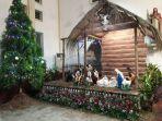 replika-kandang-yesus-dilahirkan-di-gereja-katedral-santo-yosef-pangkalpinang_20171225_124836.jpg