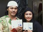 ria-irawan-dan-mayky-wongkar-memperlihatkan-buku-nikah-mereka_20161223_201308.jpg