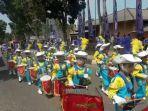 ribuan-pelajar-tingkat-tk-dan-sd-di-kabupaten-bangka-selatan-mengikuti-pawai-baris-berbaris.jpg