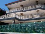 rumah-dengan-pagar-aquarium_20150711_114422.jpg