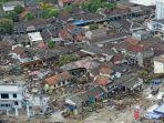rumah-rumah-warga-dan-fasilitas-umum-hancur-pasca-tsunami.jpg